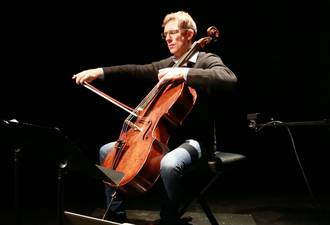 Johannes Moser performing with the cello interface